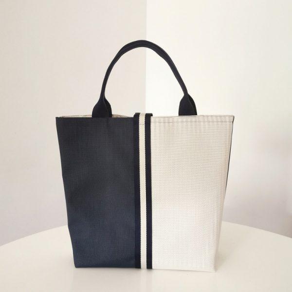 Bolso Laredo color azul y blanco vista espalda