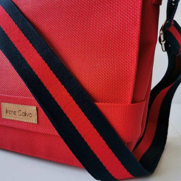 Bandolera 507 color rojo vista detalle